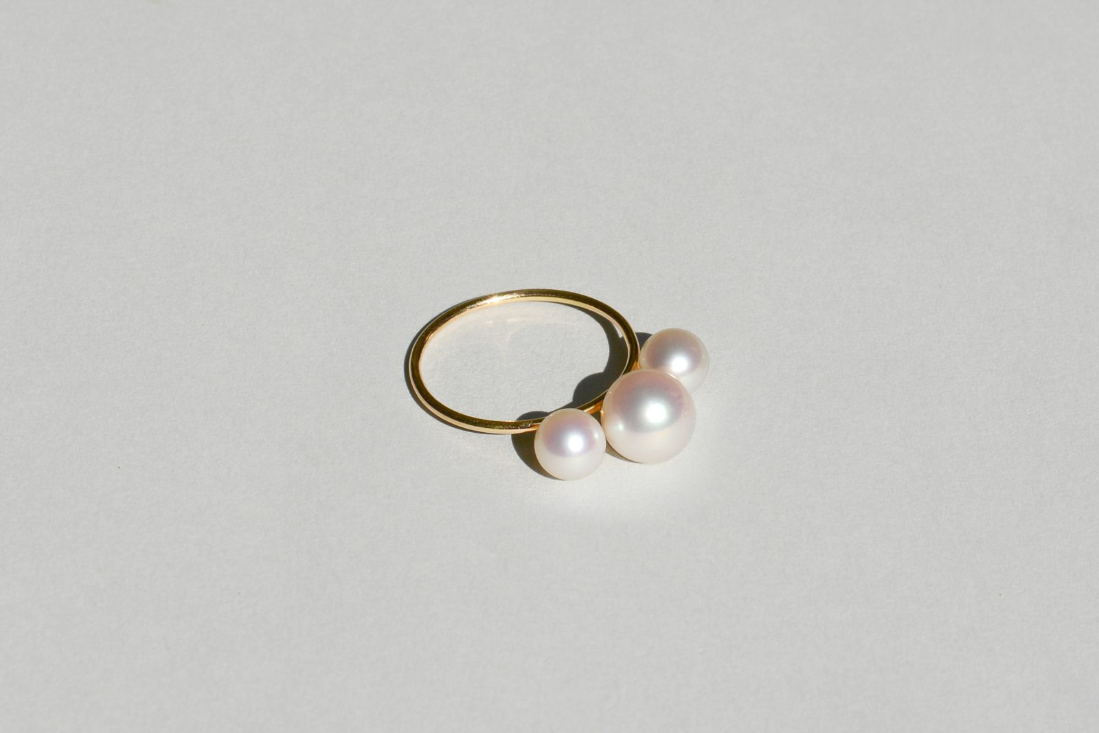 Saskia Diez Pearly circle earrings D6I3q04zEt