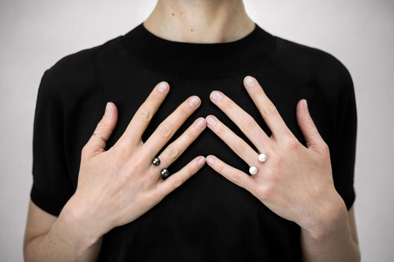Pearl Sling Ring 183 Saskia Diez